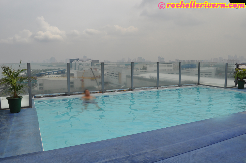 Staycation Microtel Inn Suites By Wyndham Manila At Mall Of Asia Rochelle Rivera