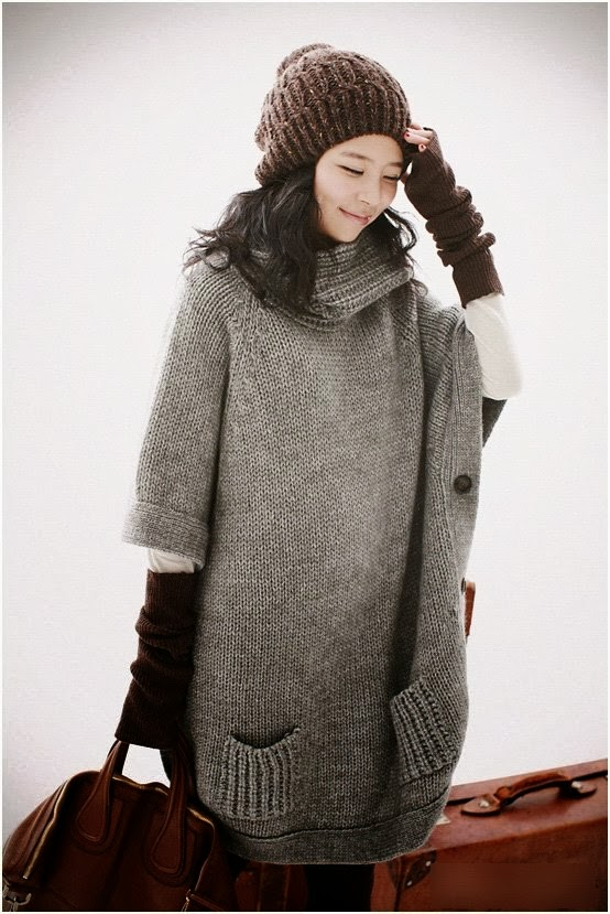 Oversize long grey knitted sweater with warm cap and handbag