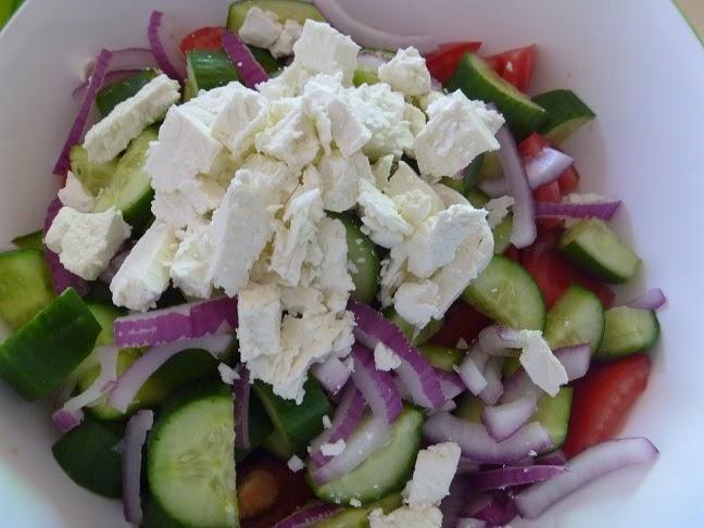 recettes de la semaine salade grecque avec calmars et tzatziki. Black Bedroom Furniture Sets. Home Design Ideas