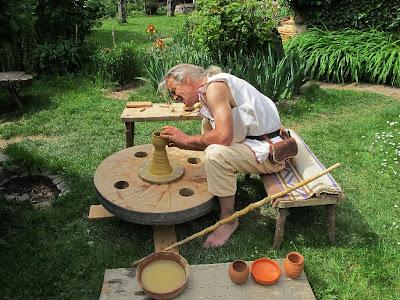Ars cretariae archeoceramique potiers et tourneurs des - Fabriquer un tour de potier ...