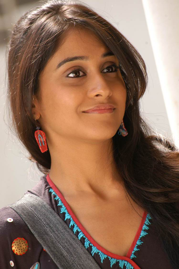 Regina Cassandra Photos from Routine Love Story Movie
