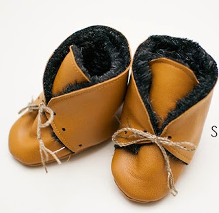 http://shwinandshwin.com/2015/02/leatherfur-baby-booties-free-pattern.html