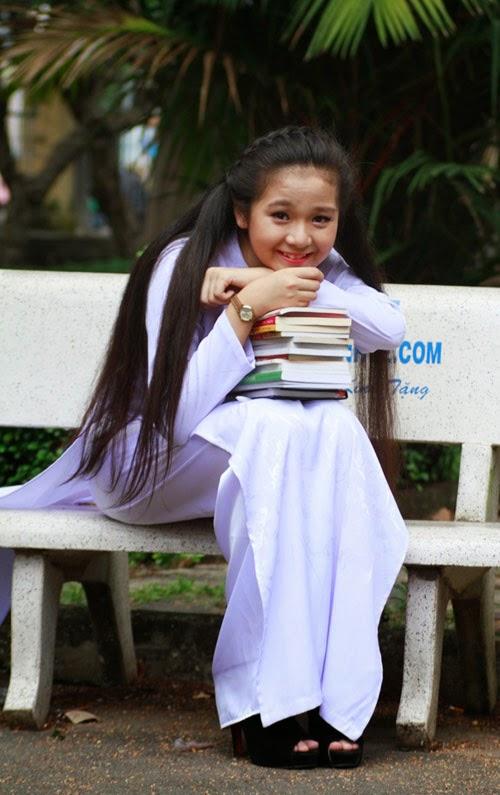 Diễn viên nhí Tam Triều Dâng xinh xắn với áo dài 3