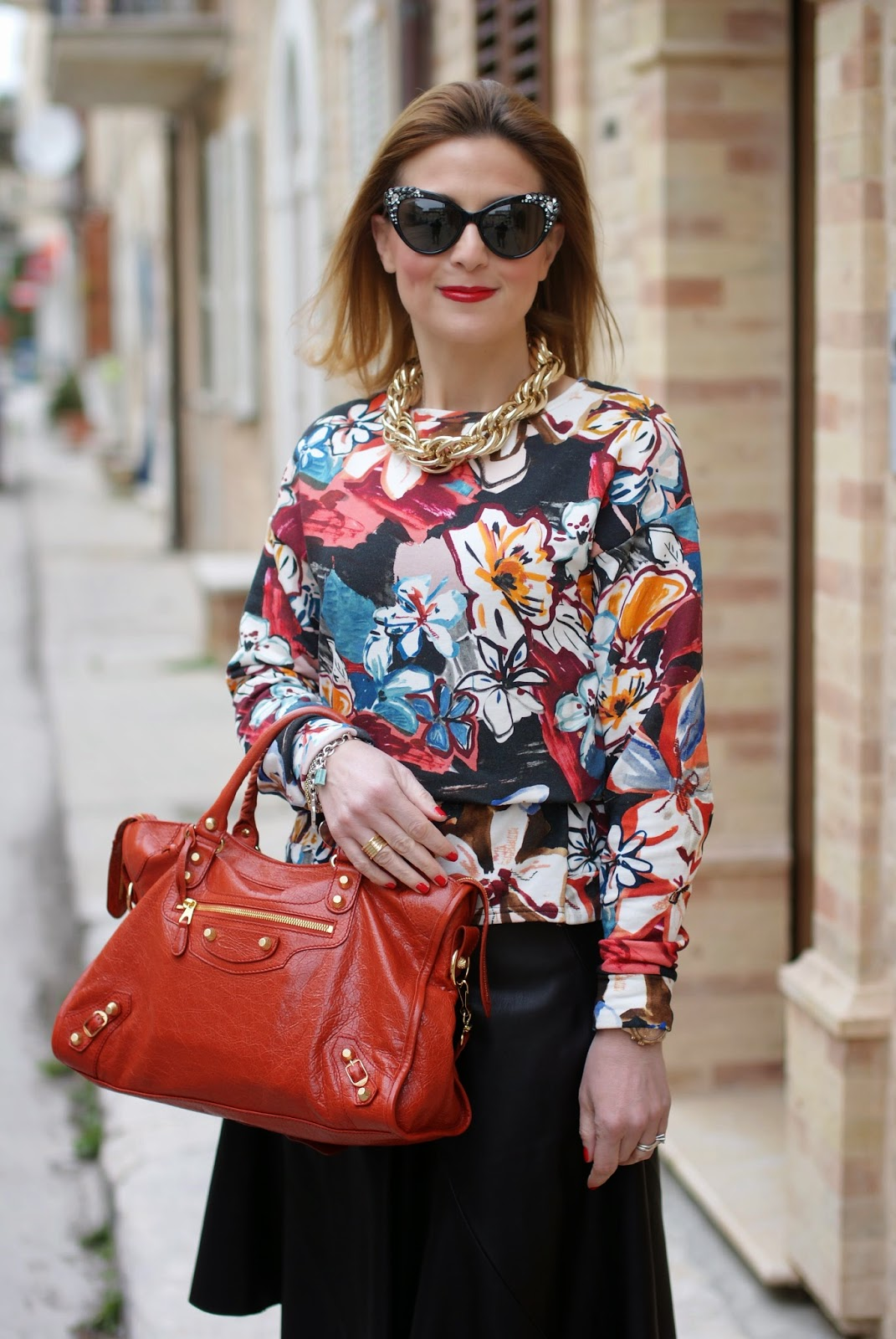 Dsquared2 Crystal cat eye sunglasses found on Giarre.com worn with floral sweatsirt and Balenciaga City bag in rouge ambre on Fashion and Cookies fashion blog