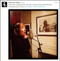 Suzanne Vega singt vor Neil Young