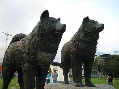 Estátuas de Taro y Jiro