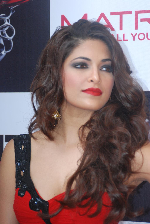 parvathy omanakuttan at matrix fashion actress pics