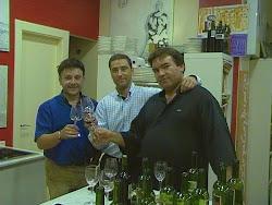 el equipo Carlos Sancho, Javier Torres y Ciriaco Yáñez catando en el taller nuestros nuevos vinos