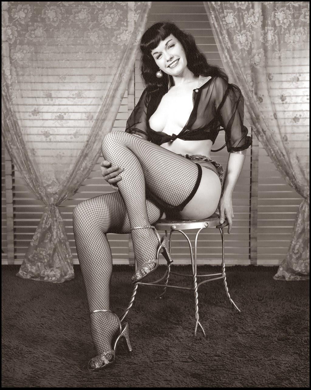 http://2.bp.blogspot.com/-axFophwWlZ8/U1aMUqdDS5I/AAAAAAAAEZI/n7E_P0qGVtA/s1600/bettie+page+stockings.jpg