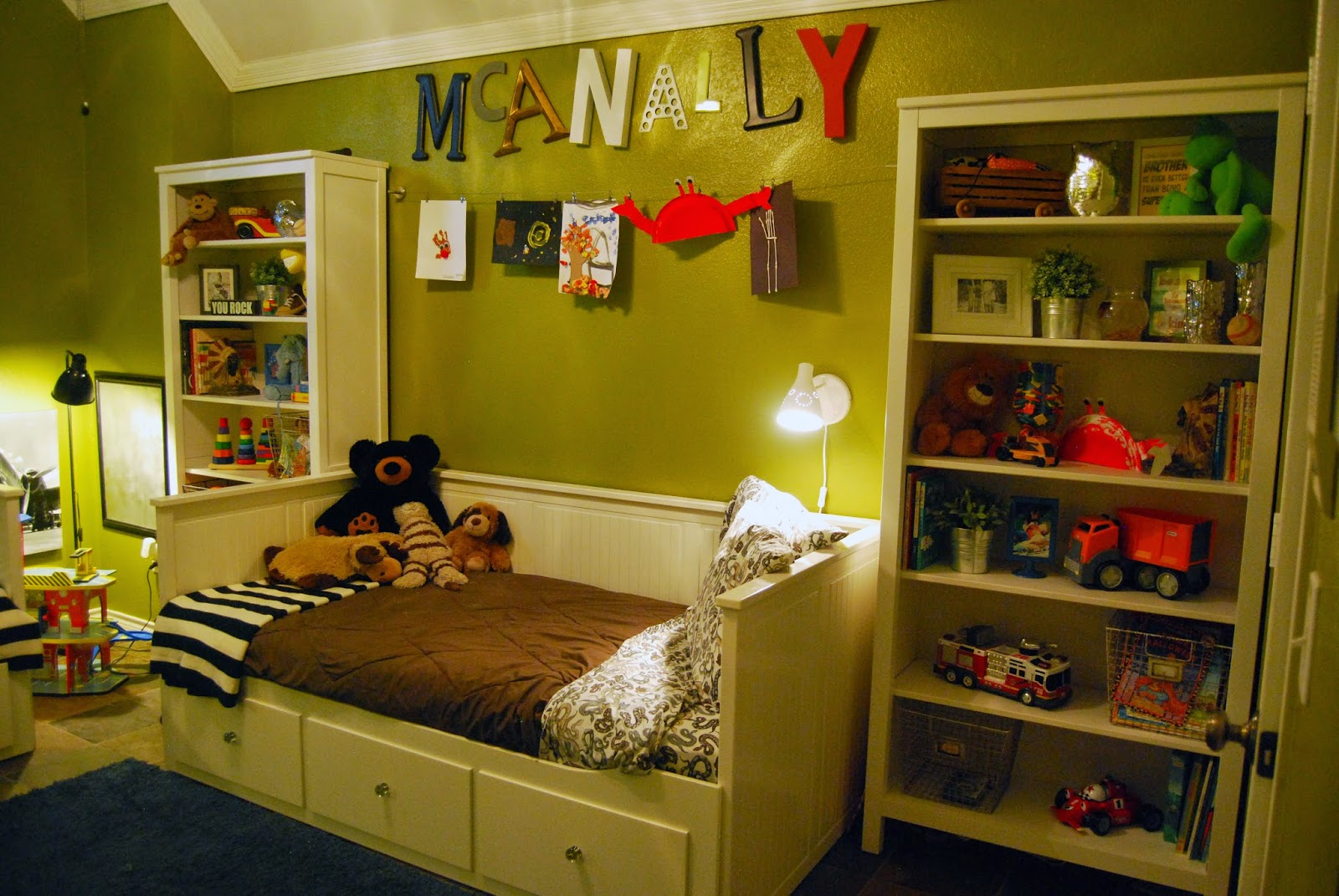 momfessionals come on in kids rooms. Black Bedroom Furniture Sets. Home Design Ideas
