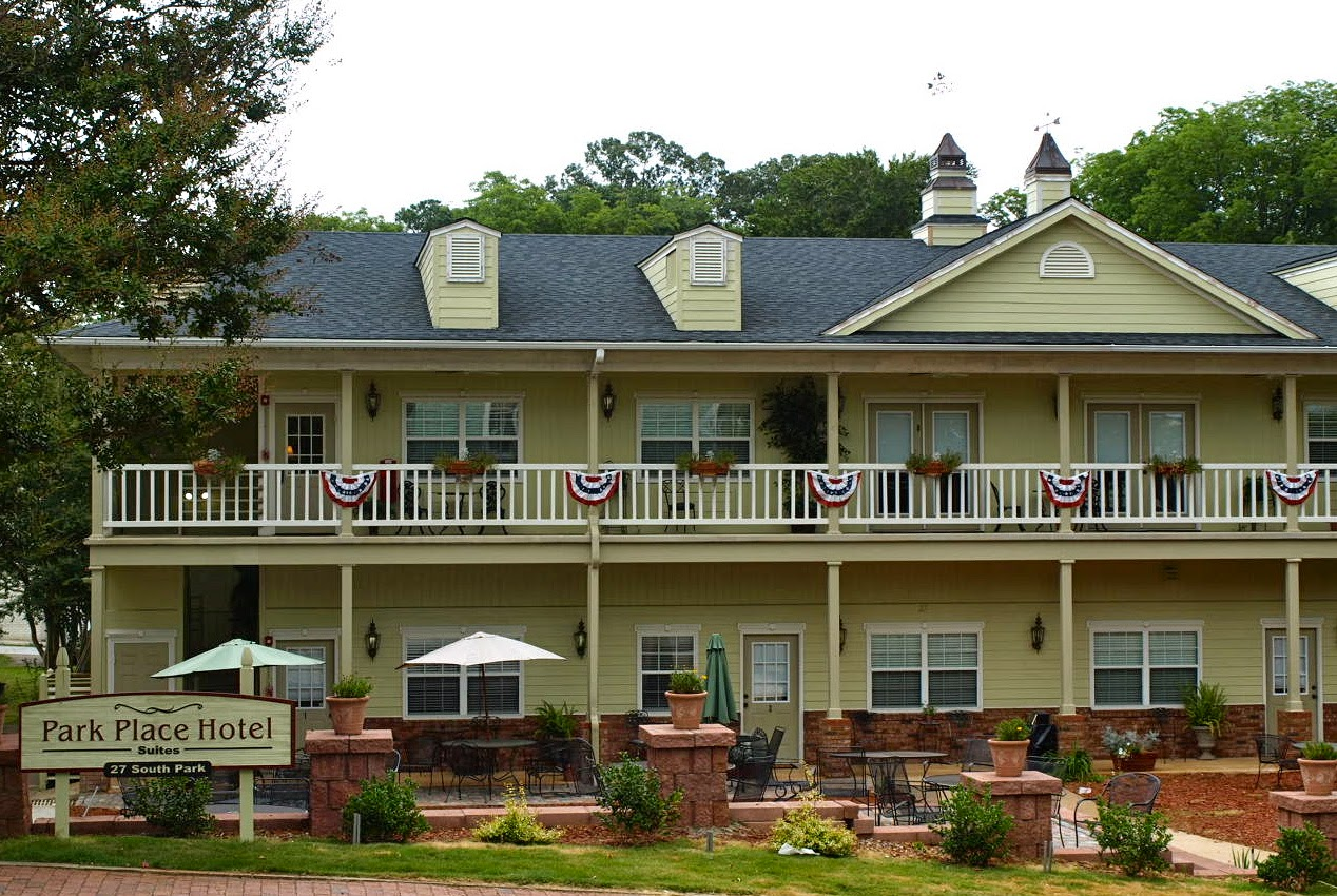 Try The Elegant Park Place Hotel Or Hall House That Dates Back To 1881 And Is Second Oldest Building On Dahlonega S Historic Square