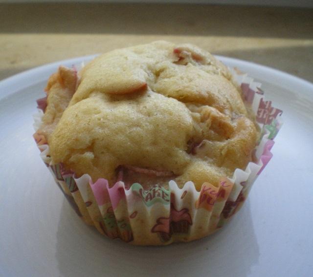 sekundentakt rhabarber muffins mit wei er schokolade. Black Bedroom Furniture Sets. Home Design Ideas