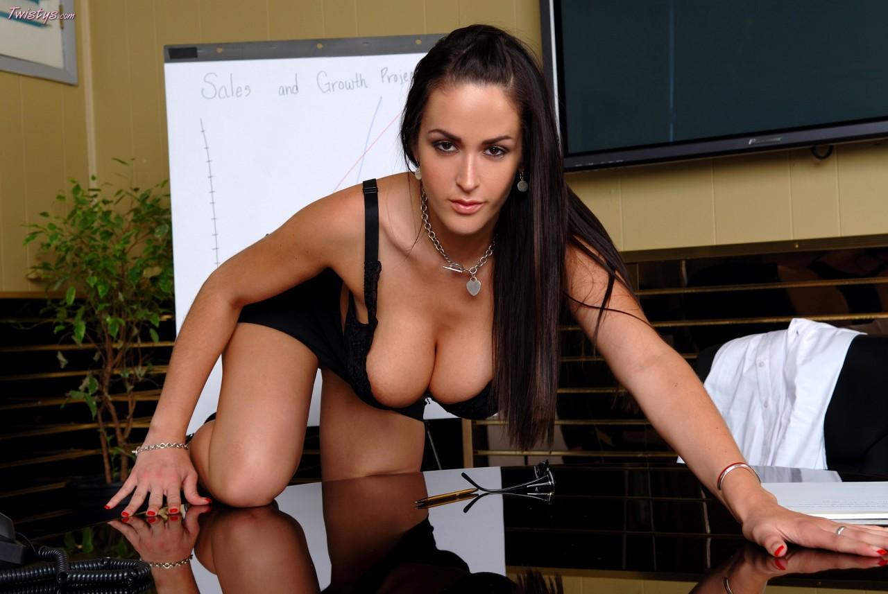http://2.bp.blogspot.com/-axY68sboQio/TdajKhiI7OI/AAAAAAAACA4/4UAS0-j2dBs/s1600/Carmella_bing_3.jpg