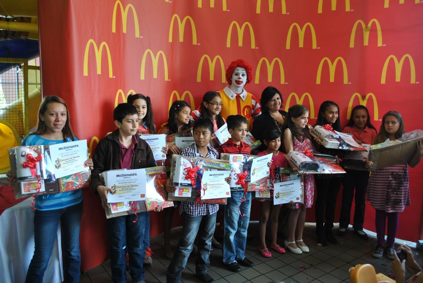 McDonald\'s premia a niños ganadores del Concurso de Fábulas ...