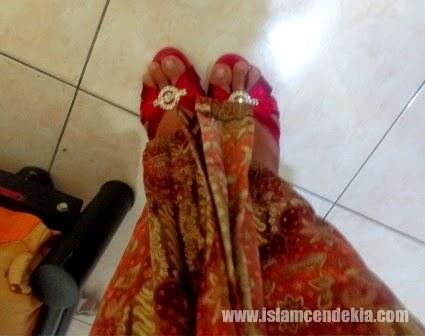 Fakta Ilmiah Larangan Memakai Sepatu Hak Tinggi dalam Islam