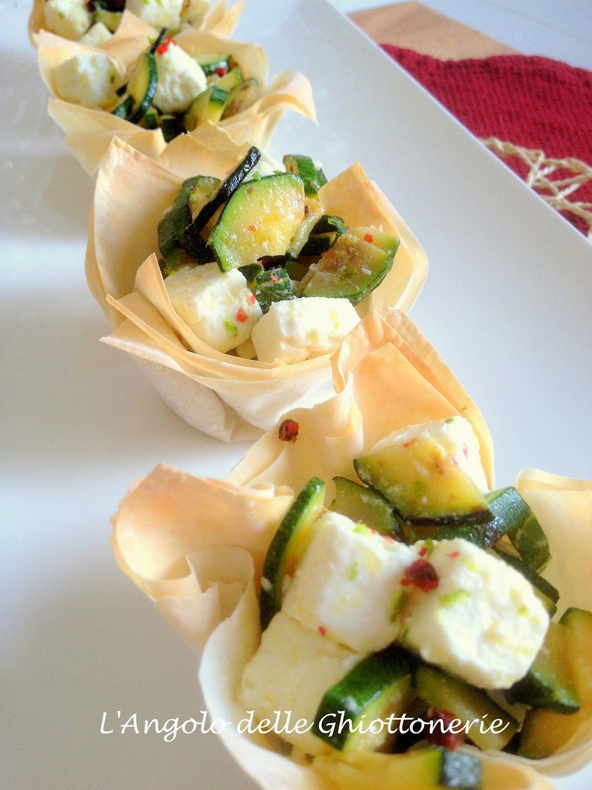 scodelline aromatiche di pasta phyllo, con feta e zucchine