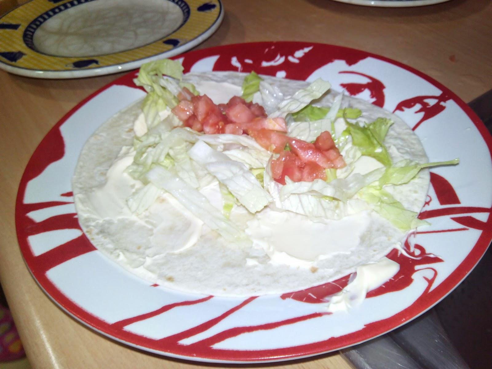 Tortita con mayonesa, lechuga y tomate