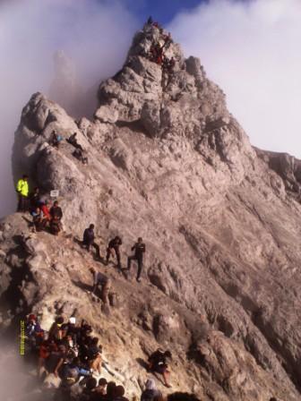 puncak merapi pasca erupsi