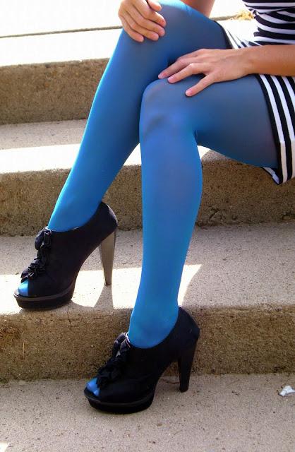 С чем носить колготки синие