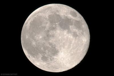 Foto in HDR della luna gigante del 23 giugno