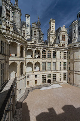 « Chambord East Wing » par Benh LIEU SONG — Flickr: Chambord East Wing. Sous licence CC BY-SA 2.0 via Wikimedia Commons - https://commons.wikimedia.org/wiki/File:Chambord_East_Wing.jpg#/media/File:Chambord_East_Wing.jpg
