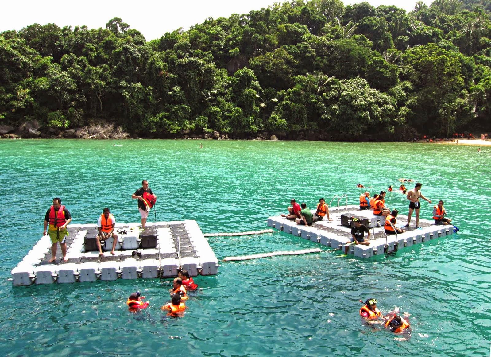 tioman island L'île de tioman, aussi appelée pulau tioman, est une superbe île située au large de la côte sud-est de la malaisie elle est considérée comme l'une des.