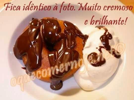 Cobertura de chocolate para bolo com creme de leite