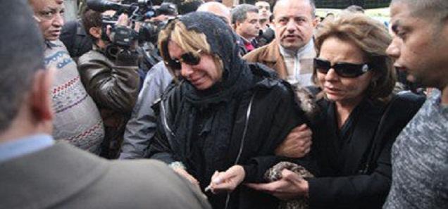 شاهد ماذا حصل لشافكي المنيري فى جنازة زوجها ممدوح عبد العليم