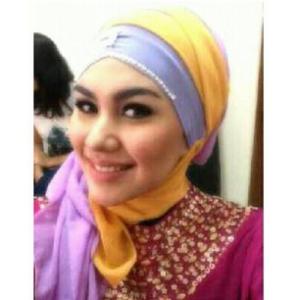 Foto cantik Kartika Putri berjilbab