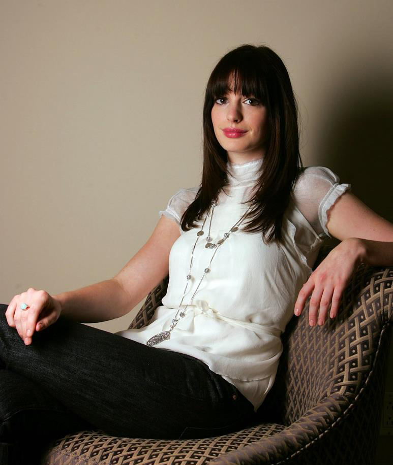 Anne Hathaway Biography And Latest Pictures 2013