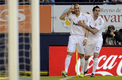 Karim Benzema celebrates with Real Madrid team-mate Álvaro Arbeloa after scoring against Osasuna