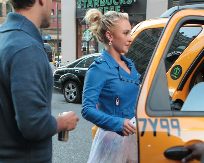 pictures of actress HAYDEN PANETTIERE Leaving Her New York Hotel