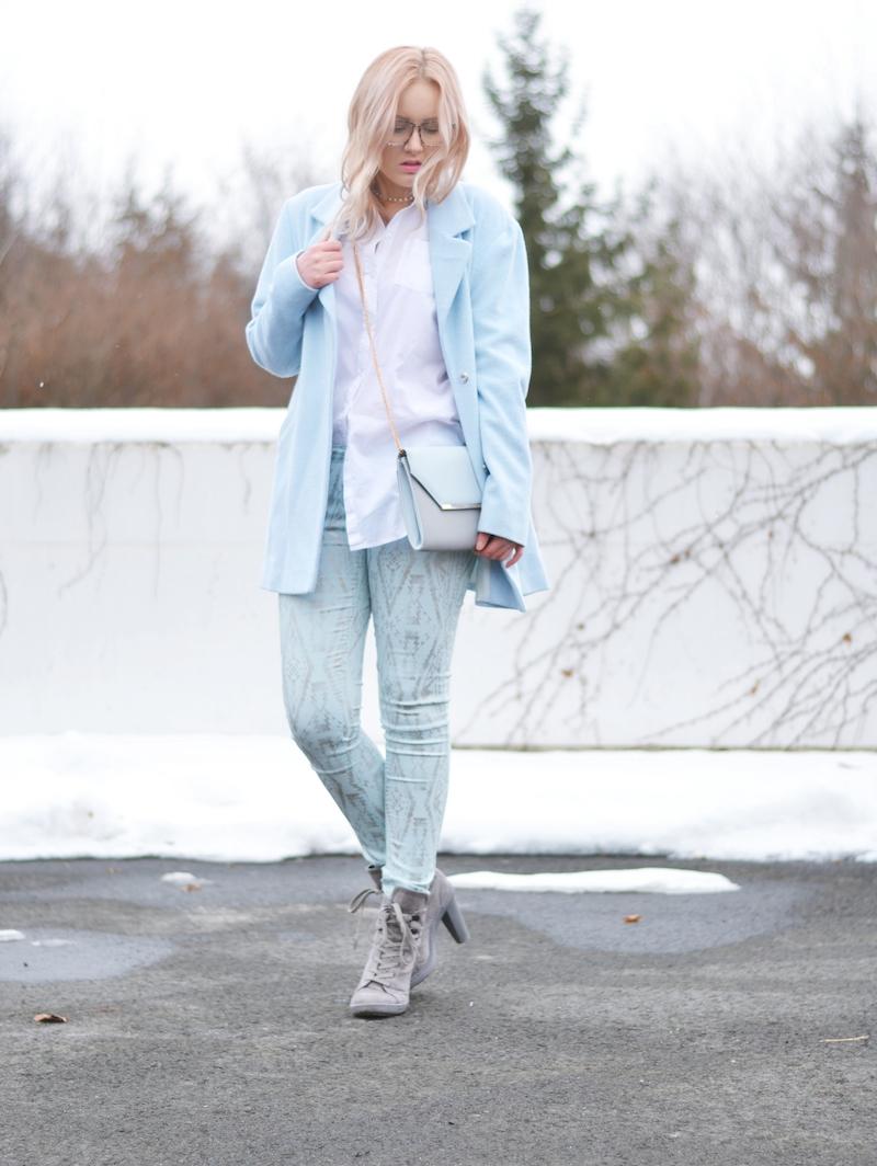 Outfit_hellblaue_babyblaue_Hose_Mantel