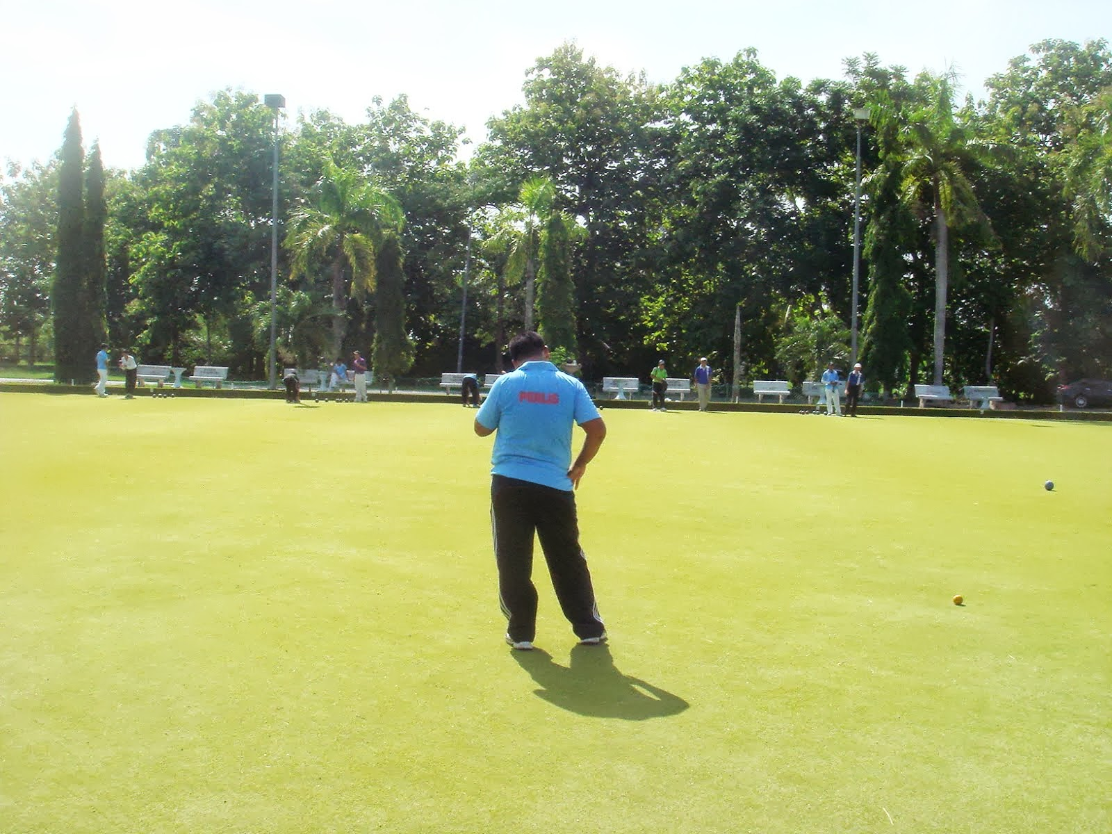 lawn singles Animated tutorial on lawn bowls the green area to the left is a virtual rink where we'll give the lessons in singles championship play it's 21 points.