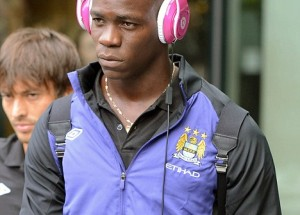 Balotelli undergoes eye surgery, ready to play in 10 days