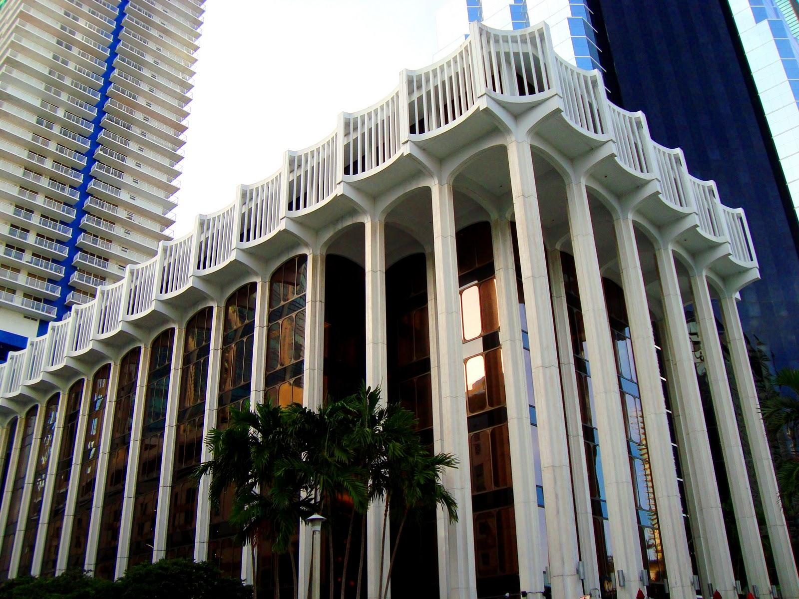 G Panda Palm Plaza Miami Colonnade Plaza