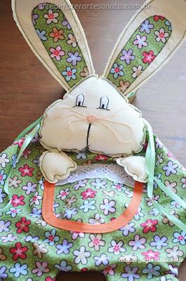 Detalhe do bolso do coelho