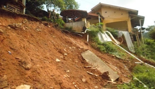 Akibat Hujan Deras 13 Rumah Warga di Ciherang Sumedang Tertimbun Longsor