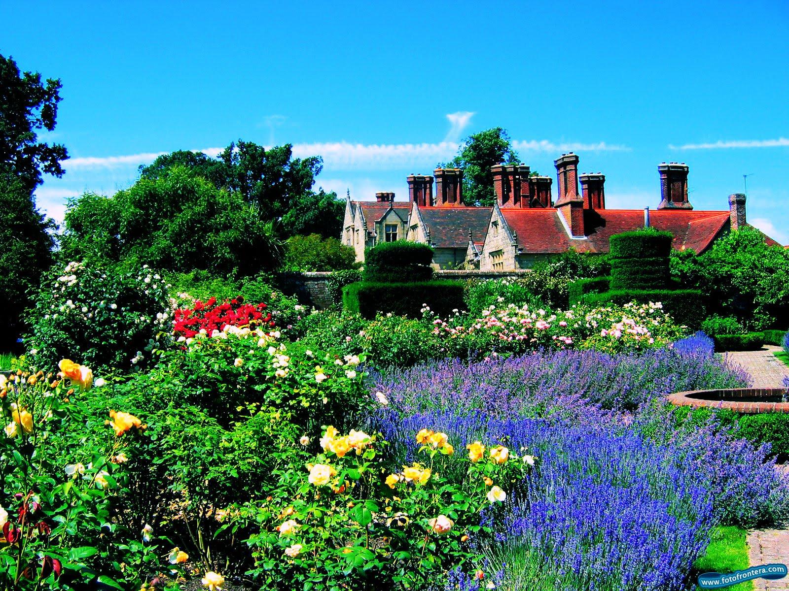 Castillo s con jardines hermosos pictures to pin on for Casas en jardines