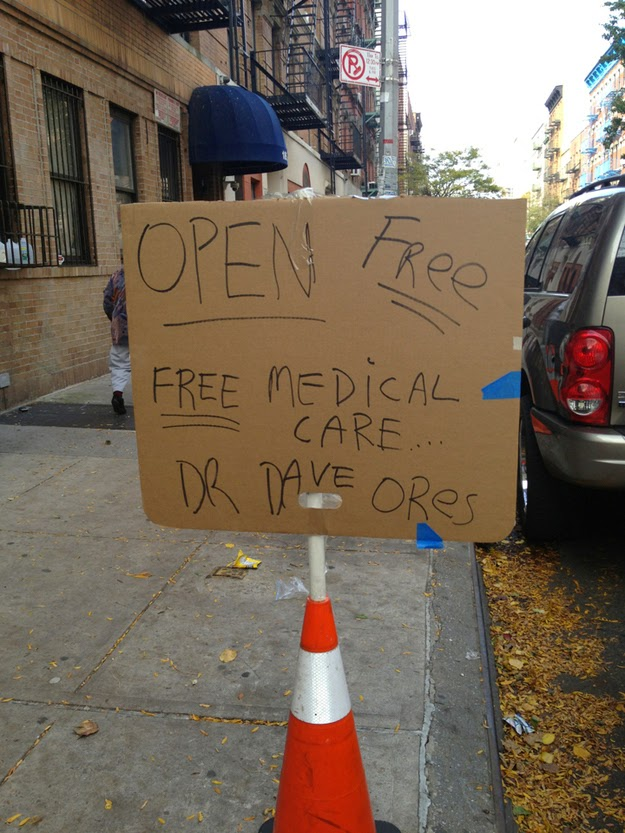 25 Photos Of People Who Will Inspire You - This doctor offering free medical care to hurrican Sandy victims.