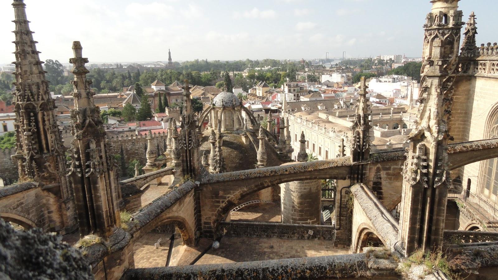 Tardes en sevilla la catedral vista con otros ojos iii for Exterior catedral de sevilla