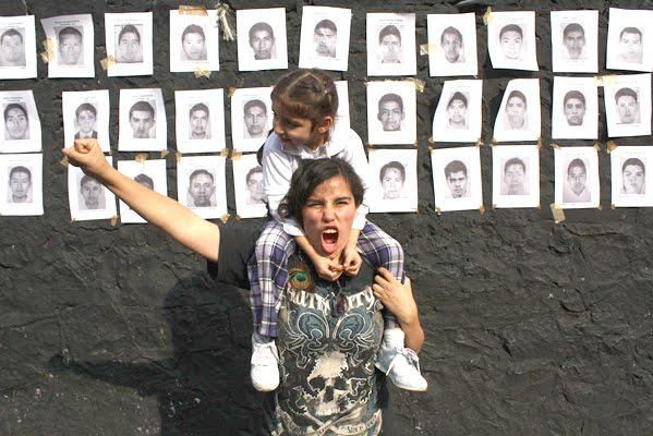Los familiares de los 43 han señalado a las instituciones del gobierno