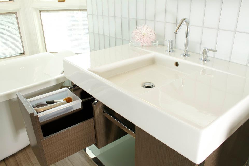 The bath showcase water saving family bath for Bathroom showcases near me