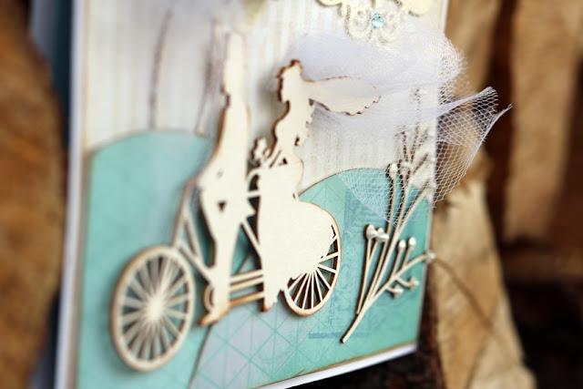 młoda para na rowerze