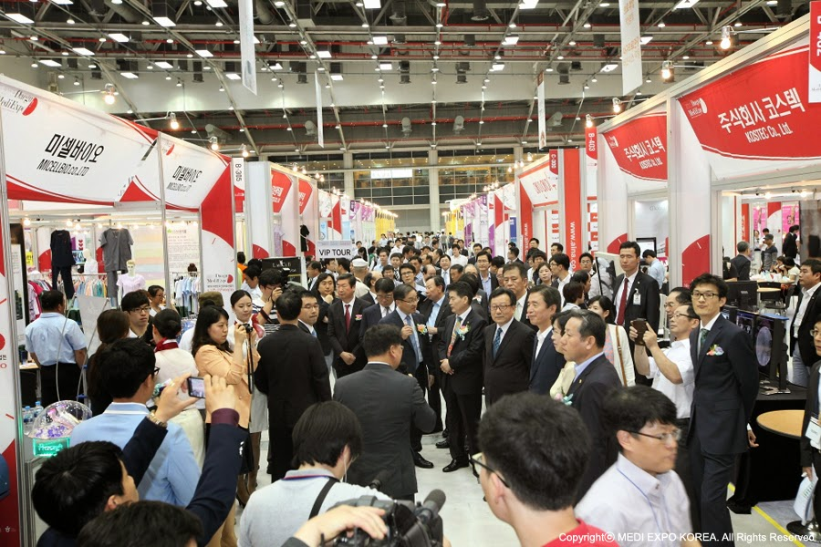 The exhibition hall is crowded with many visitors and press