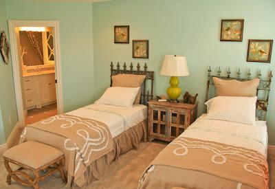 dormitorio verde y marrón