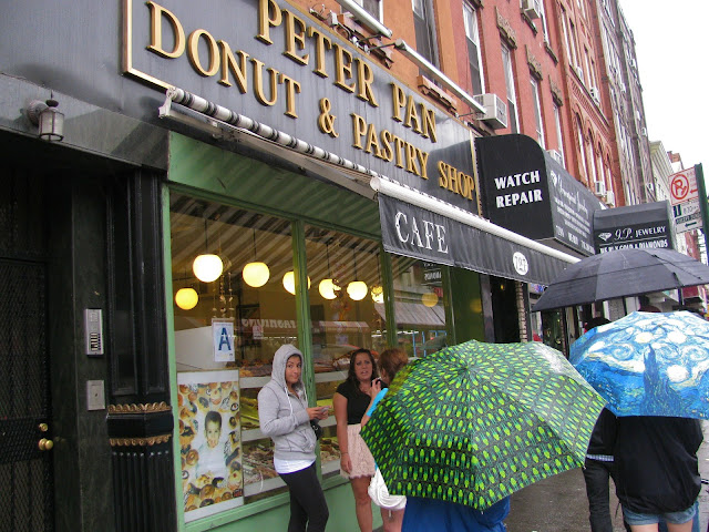 Peter-Pan-Donut-and-Pastry-Shop-on-Manhattan-Avenue-in-Brooklyn's-Greenpoint-Neighborhood