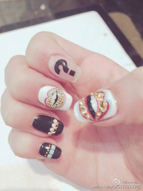 Snsd hyoyeon shows off her new nail art wonderful generation proudly showing it you can check out her photos below where she shared unique nail nailart uniquenailart prinsesfo Image collections
