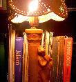 Lámpara mujer en pilar