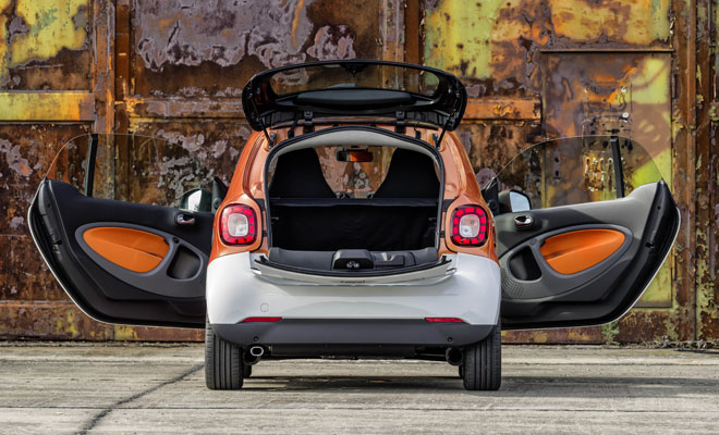 2015 Smart ForTwo rear view with doors open